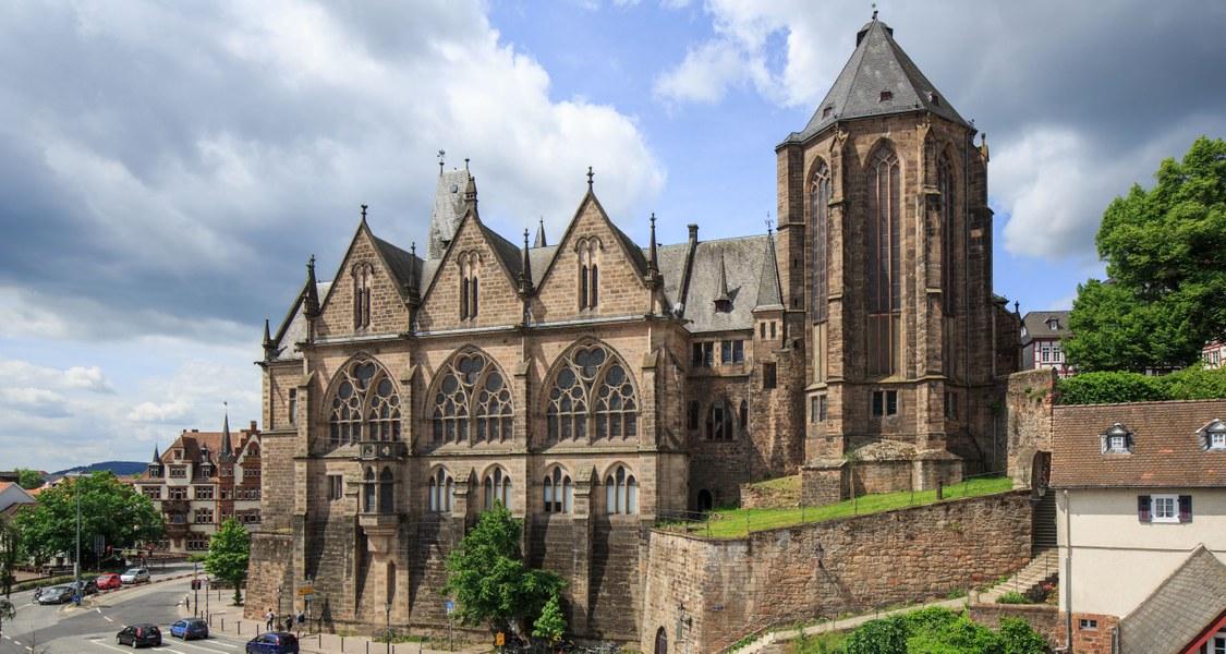 Außenansicht der Alten Universität Marburg.