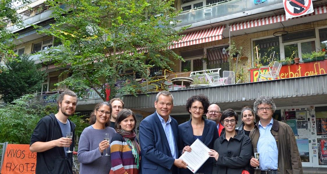 Gruppenbild vor dem Wohnheim Bettenhaus in Marburg