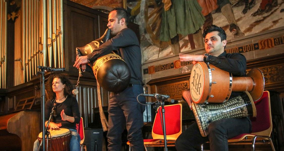 Trio mit Dudelsack und zwei Trommeln