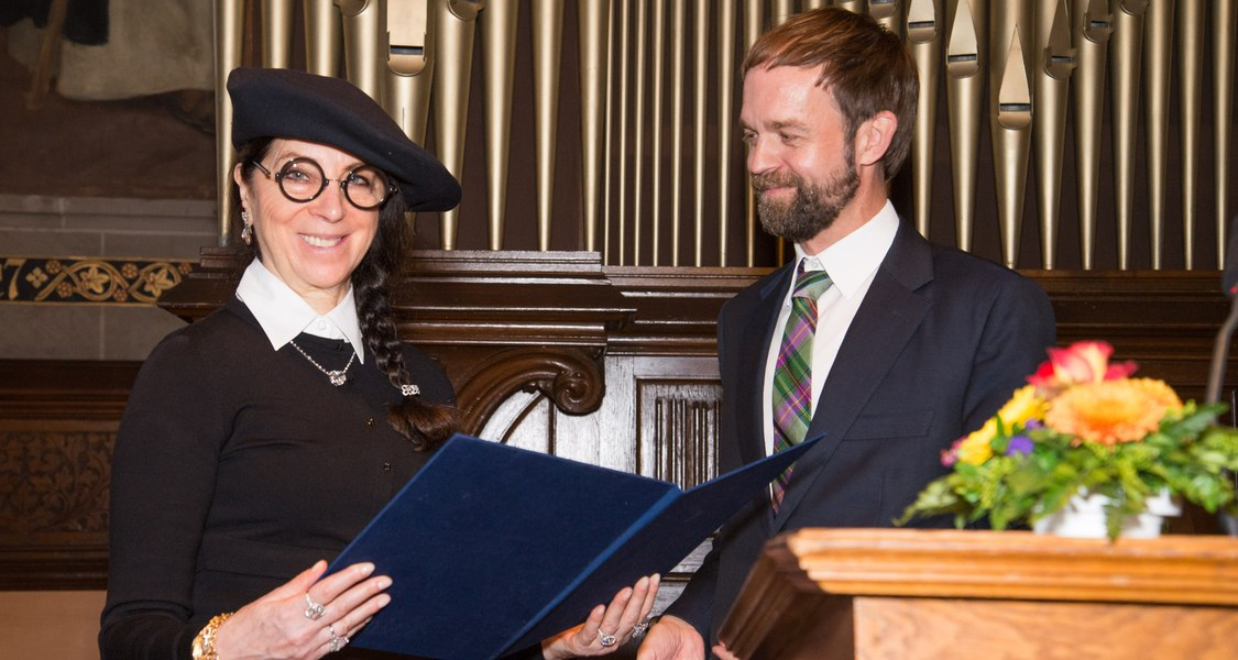 Foto von Ydessa Hendeles und Prof. Dr. Malte Hagener bei der Verleihung