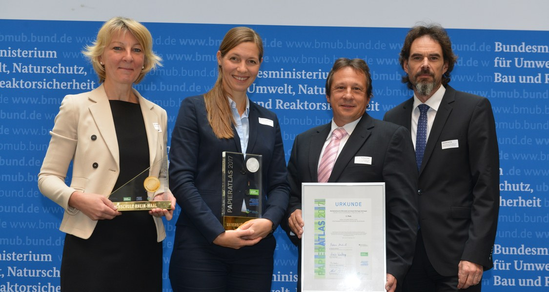 Gruppenfoto von der Auszeichnung Papieratlas 2017
