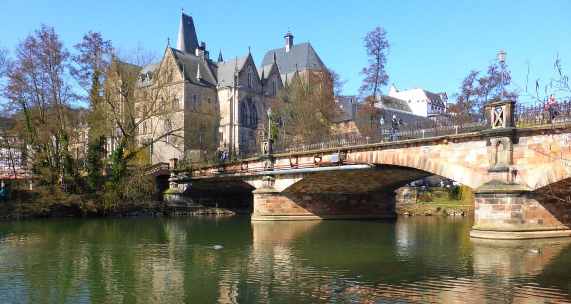 Alte Universität mit Weidenhäuser Brücke