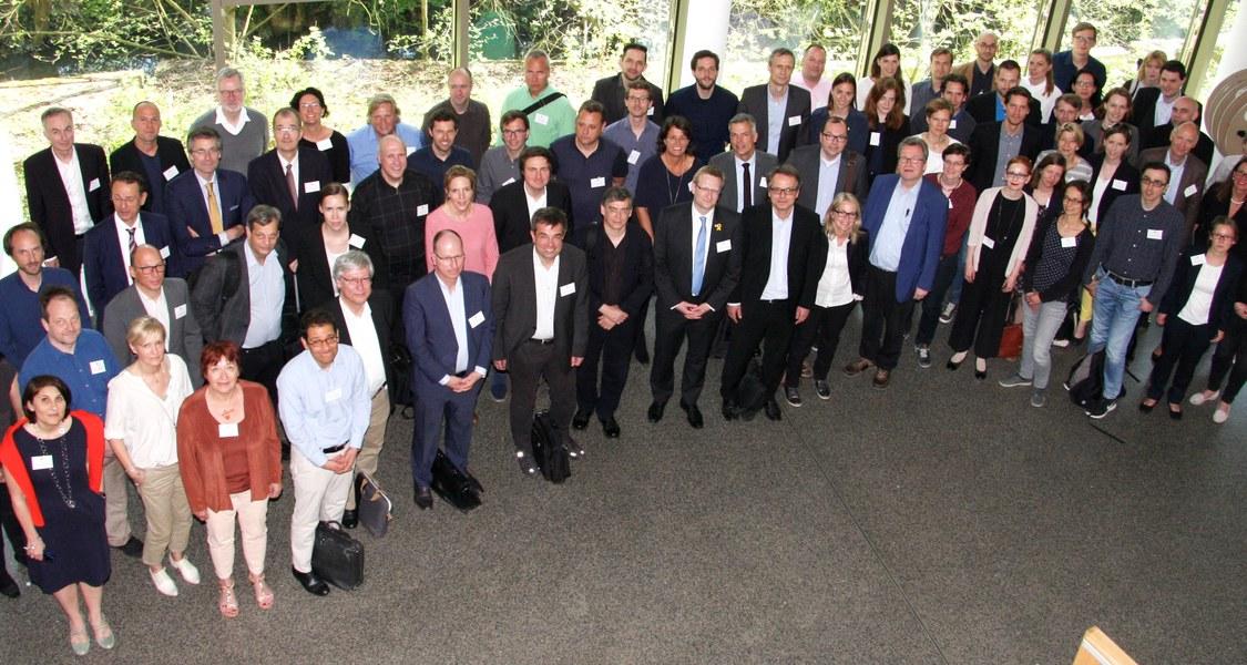 Gruppenfoto der Teilnehmerinnen und Teilnehmer