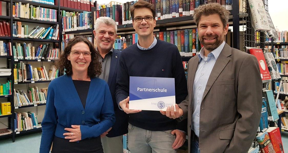 Gruppenfoto in der Bücherei der Steinmühle