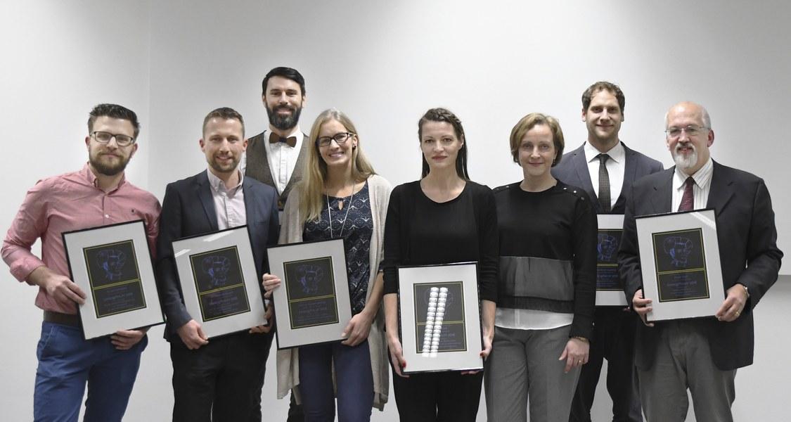 Gruppenfoto der Preisträgerinnen und Preisträger