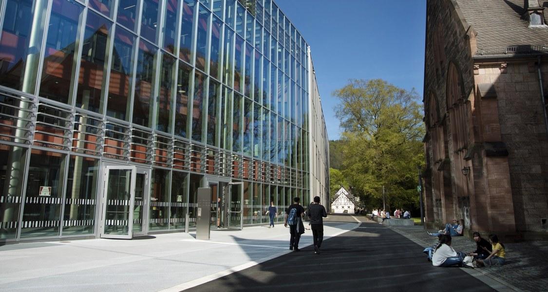 neue Universitätsbibliothek, Glasfront und Durchgang zum Botanischen Garten