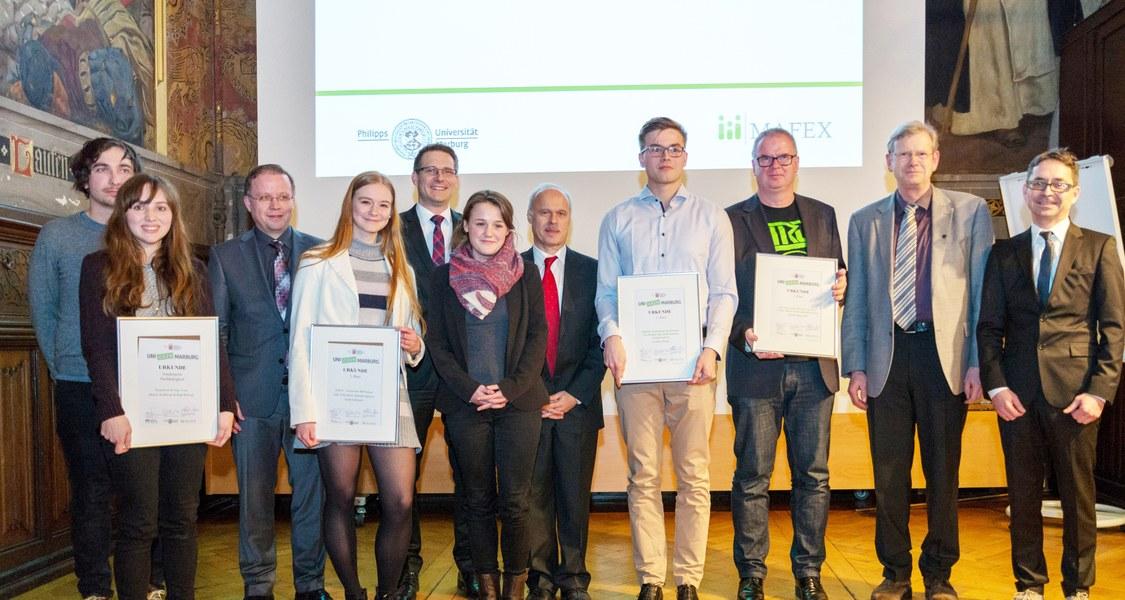 Gruppenfoto der Siegerinnen und Sieger