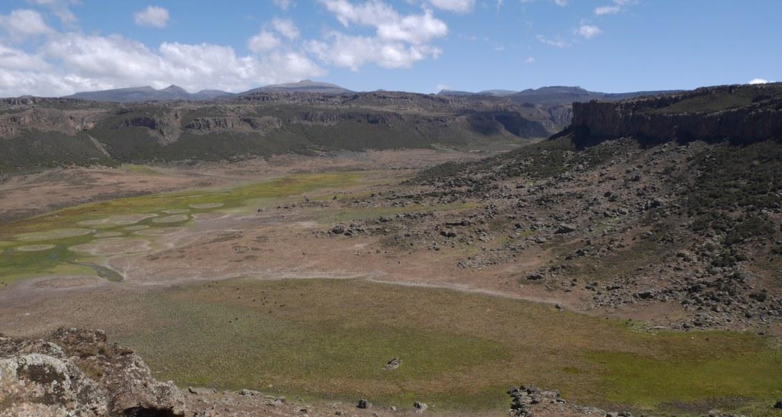 Panorama mit Berglandschaft im Hintergrund