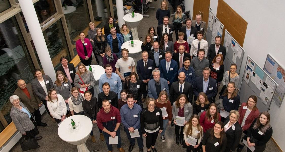 Gruppenfoto mit den Stipendiatinnen und Stipendiaten