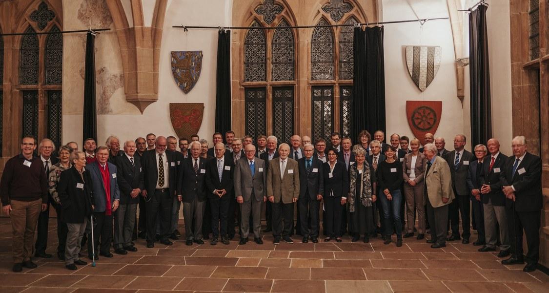 Gruppenfoto mit allen anwesenden Gold- und Silber-Jubilaren und Jubilarinnen