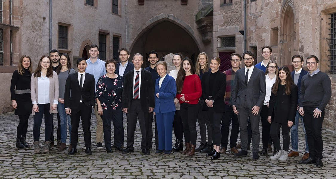 Gruppenfoto der Stipendiatinnen und Stipendiaten