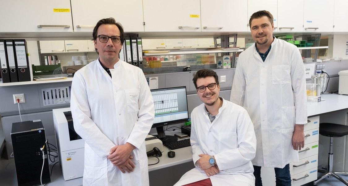 Die Mediziner (von rechts) Dr. Andreas Forstner, Dr. Benedikt Bürfent und Professor Dr. Johannes Schumacher vom Marburger Institut für Humangenetik legten Genomdaten zur Panikstörung vor.