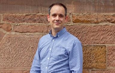 Der Marburger Biologe Dr. Daniel Hilger erforschte einen Hormonrezeptor, der krankhaftes Übergewicht und Diabetes beeinflusst. (Foto: Regina Gerlach-Riehl)