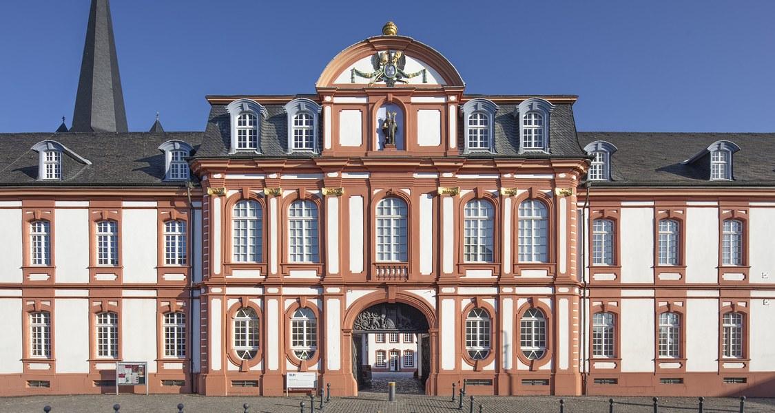 Foto der ehemaligen Benediktinerabtei Brauweiler