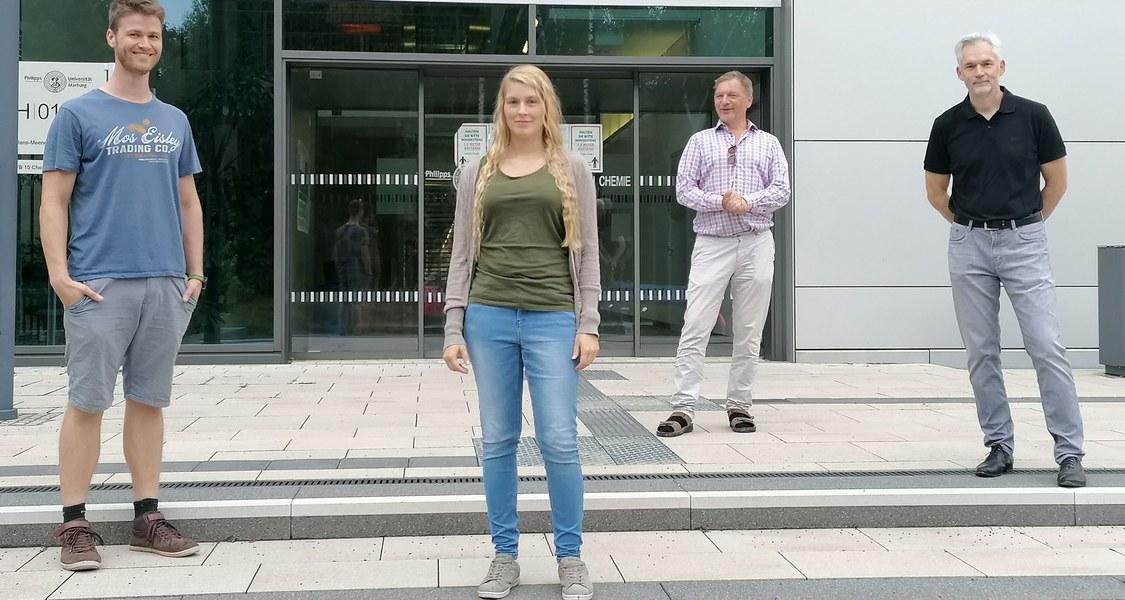 Marburger Fachleute aus Biologie und Chemie klärten gemeinsam auf, wie Pilze ihre Zellwand aufbauen (von links): Dr. Marian Samuel Vogt, Gesa Felicitas Schmitz, Professor Dr. Lars-Oliver Essen und Professor Dr. Hans-Ulrich Mösch.