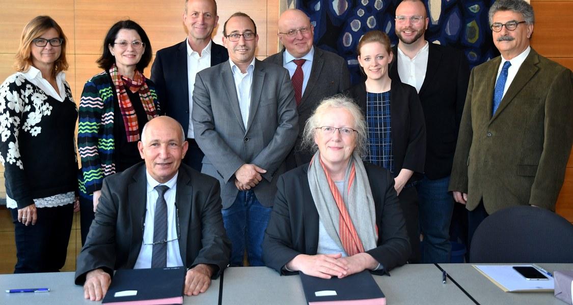 Gruppenfoto mit den Beteiligten am neuen Merian-Zentrum MECAM