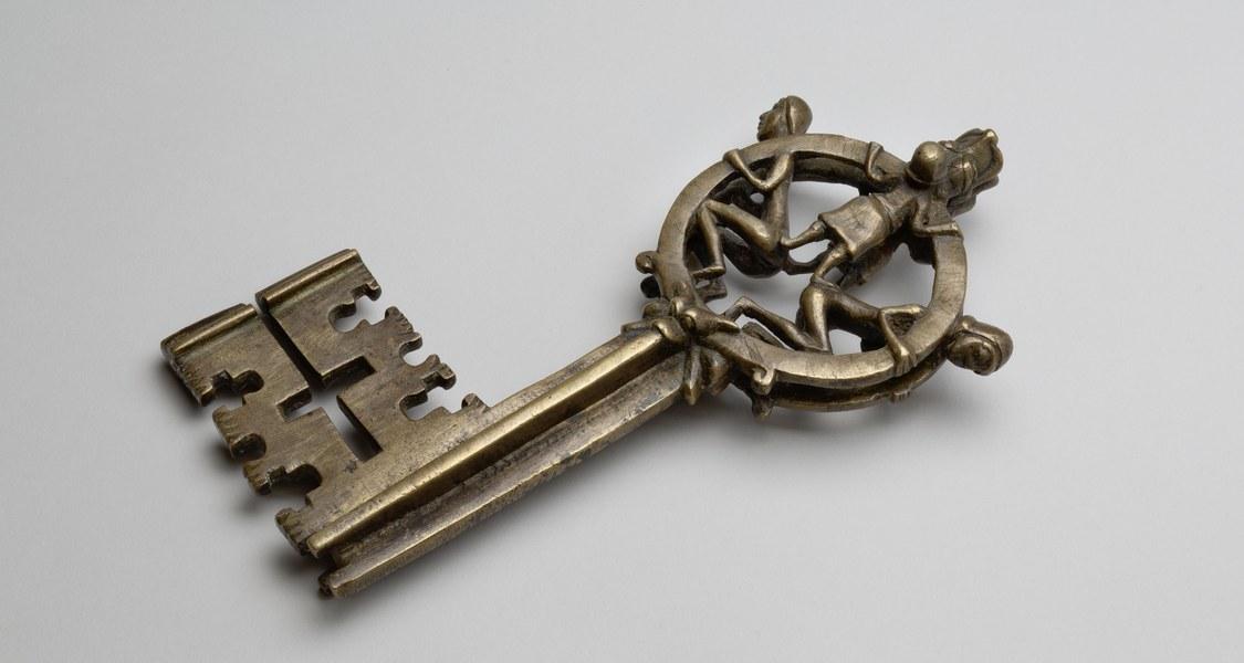 Foto eines mittelalterlichen Schlüssels aus der Elisabethkirche in Marburg