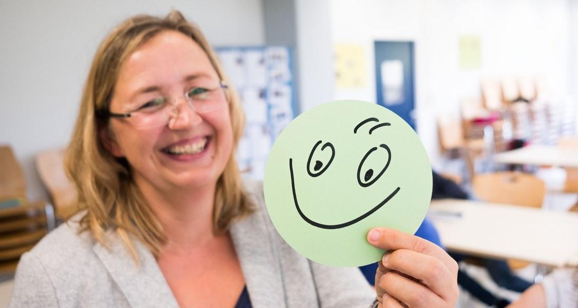 Foto von Lehrender mit Smiley