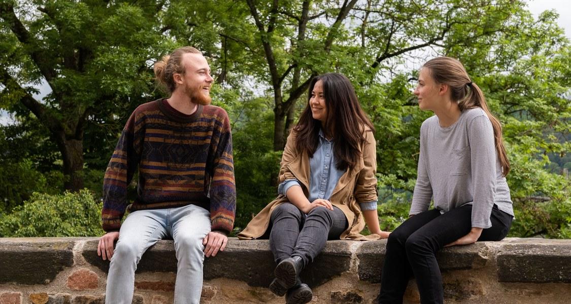 Foto von eine Gruppe von Studierenden