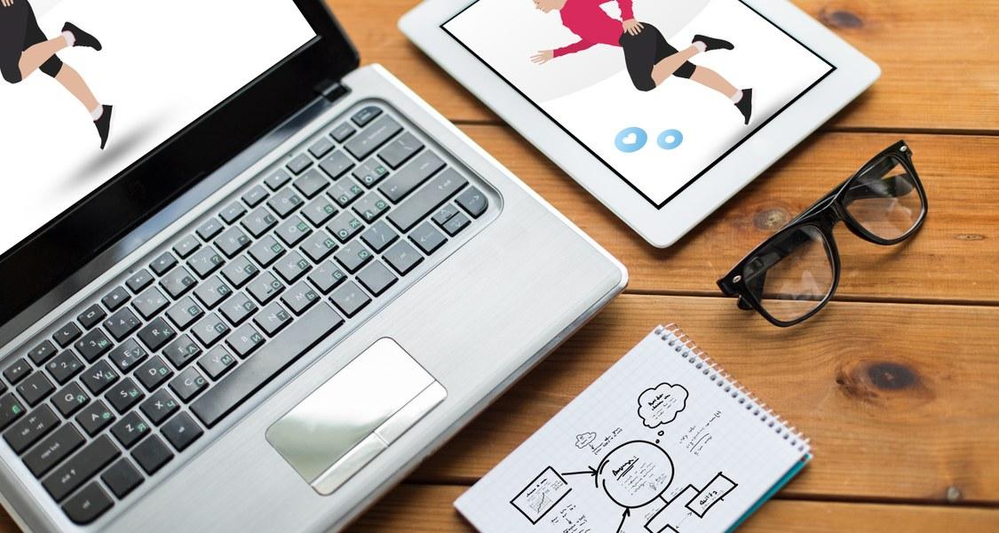 Foto von einem Laptop und Tablet mit digitalem Sportangebot