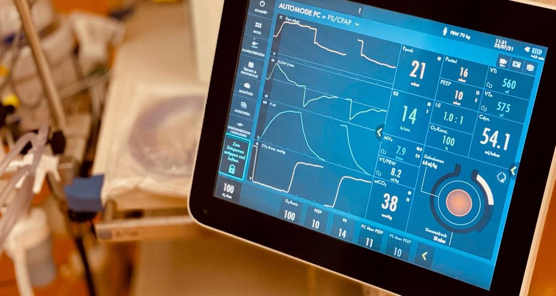 Beatmungsgeräte sind unerlässlich für die Behandlung schwerer Fälle von COVID-19, jetzt kommt eine medikamentöse Unterstützung in Sicht. Foto: Dr. Thomas Wiesmann