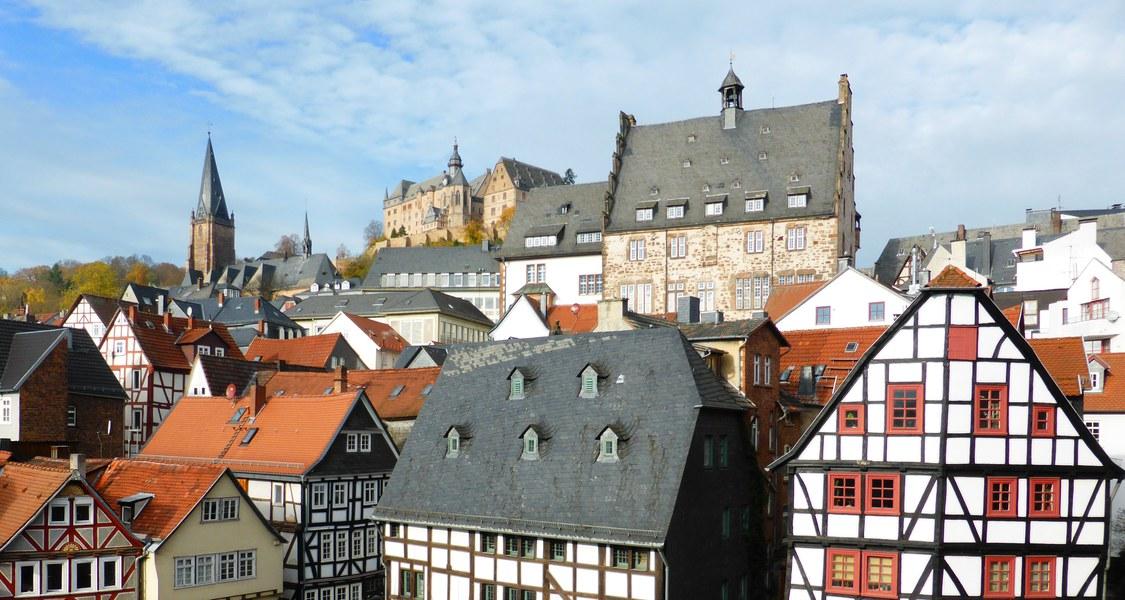 Blick auf die Marburger Oberstadt mit Schloss und Lutherischer Pfarrkirche