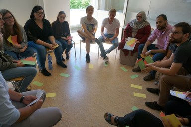 Die TeilnehmerInnen sind aus ihren Rollen geschlüpft und bewerten das Planspiel