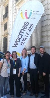 Mitarbeiter und Mitarbeiterinnen des FG Politik vor der Universität von Sevilla