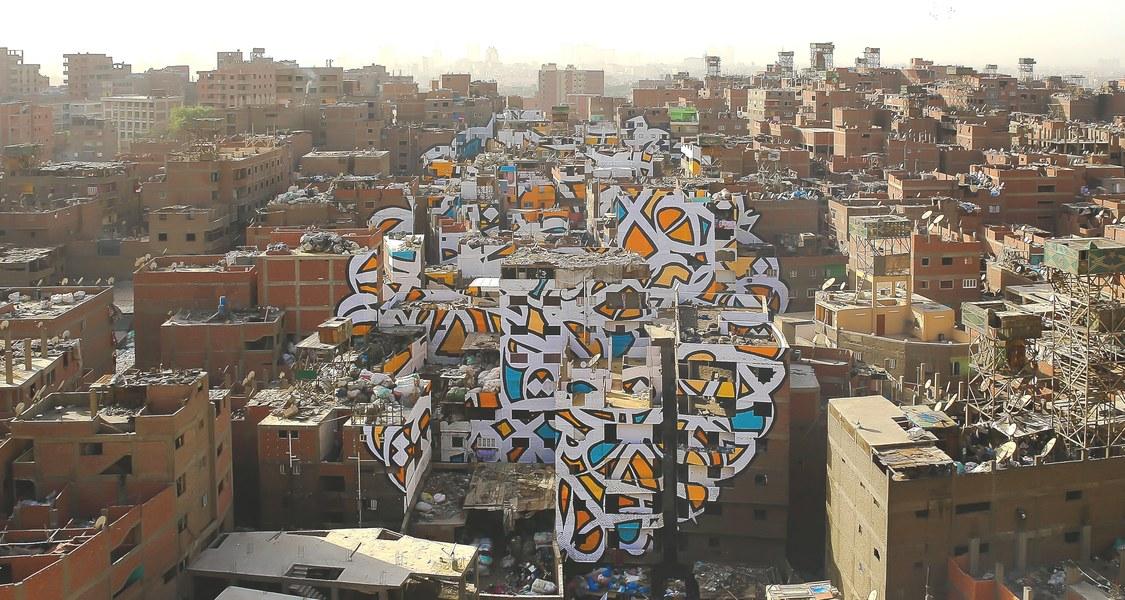 "Graffiti ""Perception"" von eL Seed in Manshiyet Nasr, Kairo."