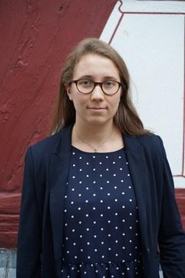 Portrait von Frau Pauline Schmitt (wissenschaftliche Mitarbeiterin)