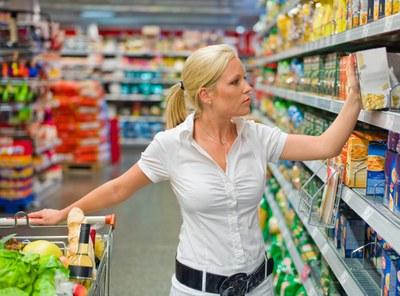 Supermarkt Instore Shopping mit Einkaufswagen 1