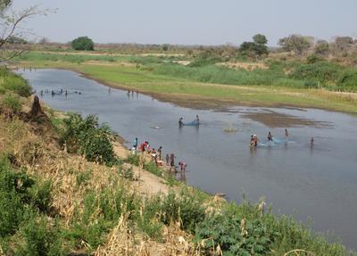 Menschen am  Rio Lurio in Mosambik