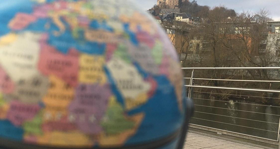 Globus und Schloss in Marburg