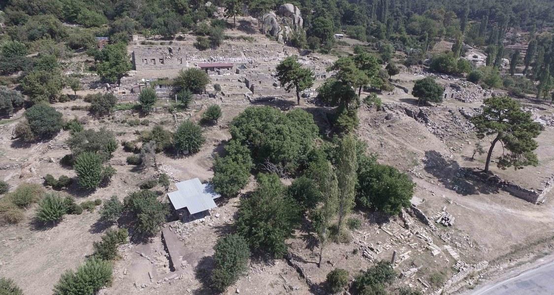 Luftbild von mittelbyzantinischer Nekropole in Labraunda