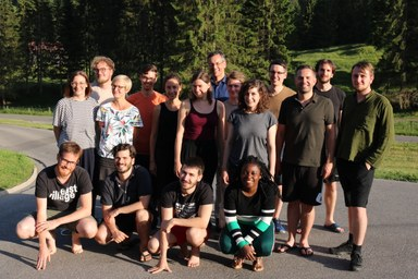 Gruppenfoto des Oberseminars vor alpiner Kulisse
