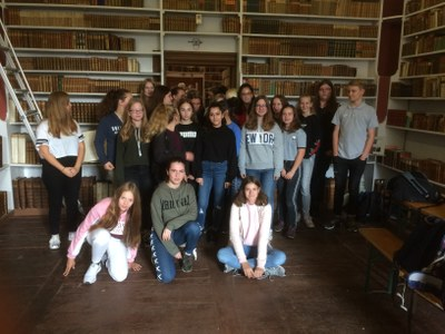 2018-10-JW-Schüler nach der Arbeit in der Hofbibliothek.JPG