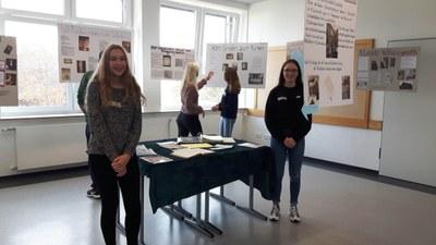 2018-10-TR-Forschungserträge Ausstellung in der Schule.jpg