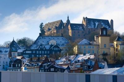 Blick auf das Schloss und die Oberstadt vom Gebäude der MARA (MArburg University Research Academy)