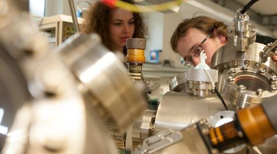 G. Witte: Mikroskopische Theorie der elektronischen und optischen Eigenschaften von Halbleitern, Halbleiter-Nanostrukturen und -Lasern, von quantenoptischen Effekten, photonischen Kristallen