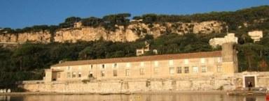 Foto: Wir wohnen und arbeiten für 2 Wochen im unmittelbar an der Bucht von Villefranche gelegenen IMEV (Institut de la Mer) der CNRS, Sorbonne.