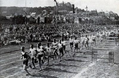 das-deutsch-akademische-olympia-1924-5000m-lauf.jpg