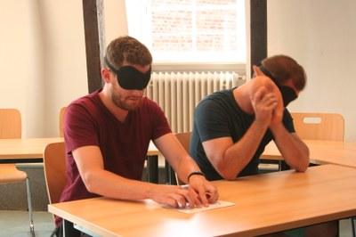 ZQ Sport mit Sehgeschädigten Seminarszenen