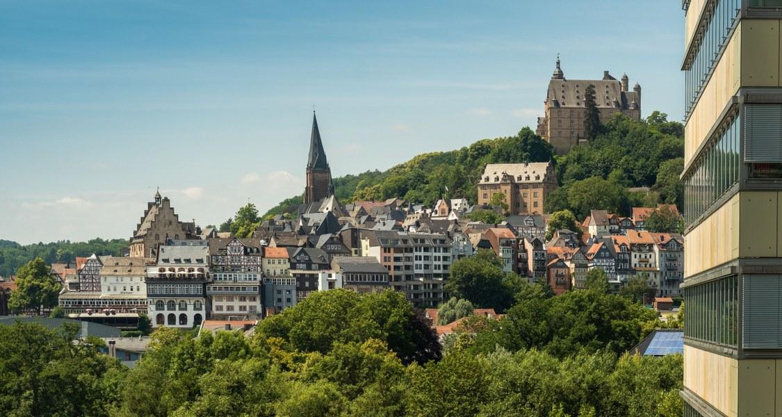 Schloss Marburg mit Fensterfront Philfak