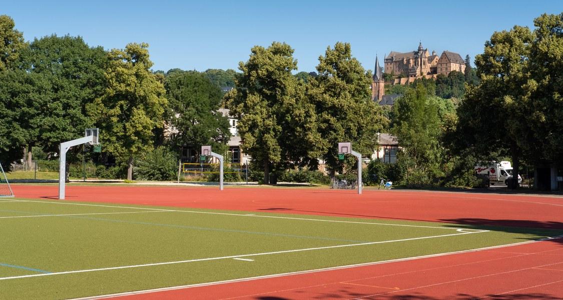 Jahn-Stadion in Marburg, Blick auf die Laufbahn.