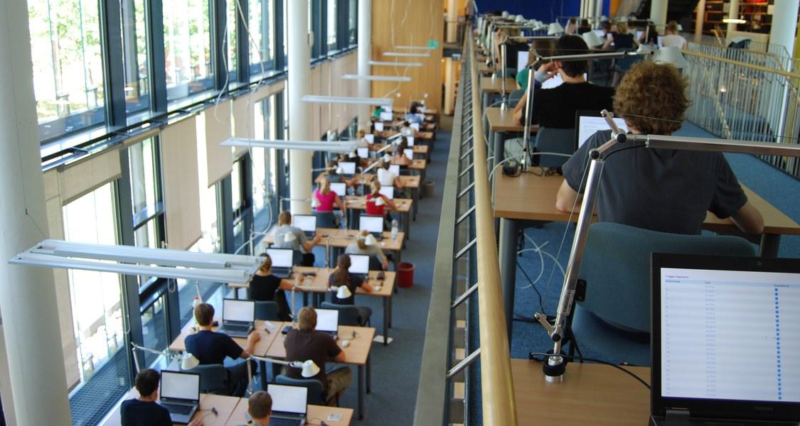 E-Klausur in der Zentralen Medizinischen Bibliothek (ZMB)