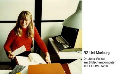 Dr. Jutta Weisel am Bildschirmcomputer TELECOMP 5200 (1980)