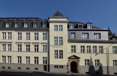 Landgrafenhaus Frontalansicht von der Universitätsstraße.