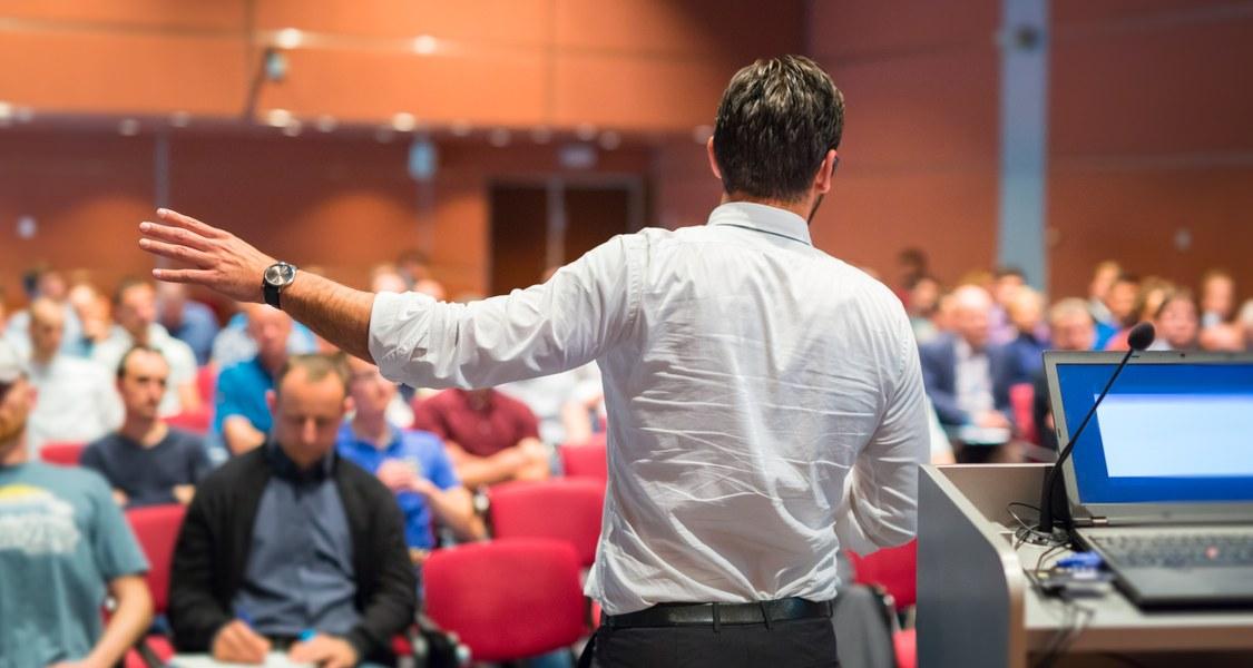 Laufende Konferenz aus der Perspektive des Sprechers