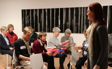 Referentin Gabriele Fecher zur Harmonisierungslehre von Gertrud Grunow