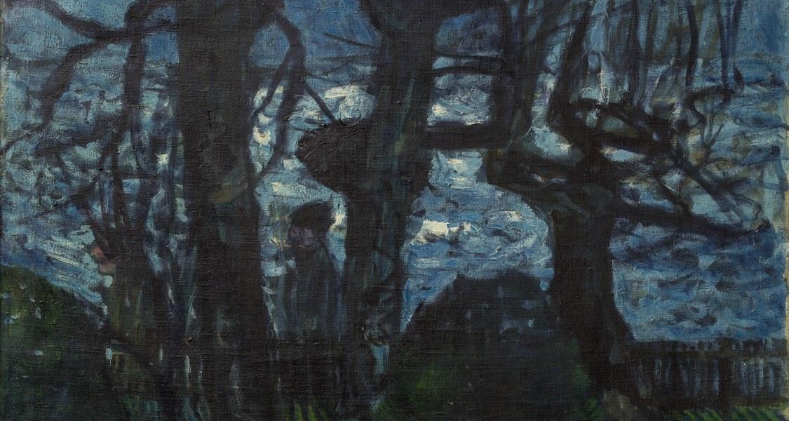 Kahle Bäume im Vordergrund am Ufer eines Sees, im linken Mittelgrund Passanten. Das Blau des Sees, von Lichtreflexen gebrochen, geht im Hintergrund in einen hohen Berg über.